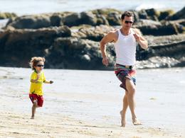 Matthew McConaughey, pap in spiaggia