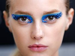 Make up fluo di primavera: dal blu come l'acqua al giallo lime