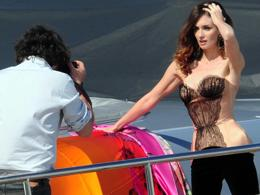 Paz Vega, shooting da vamp sullo yacht di Cavalli