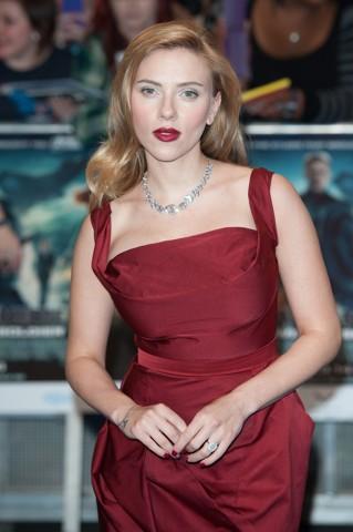 Pantone - Marsala - Scarlett Johansson