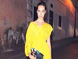 Linda Messerklinger in giallo